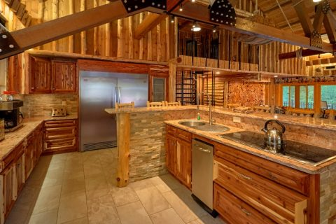 6 Bedroom Cabin with Spacious, Modern Kitchen - River Mist Lodge