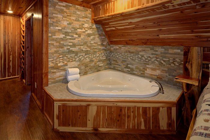 6 Bedroom Cabin featuring King Master Suites - River Mist Lodge