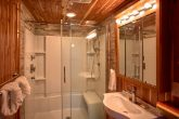 Luxurious bathroom in 7 bedroom cabin