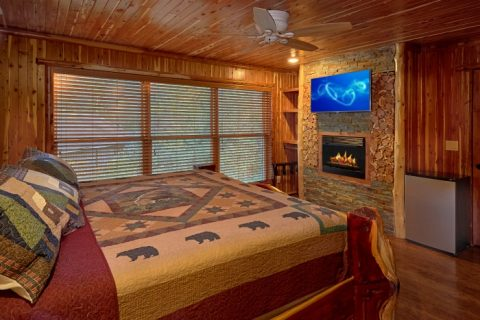 King bedroom with Fireplace and Mini Fridge - River Mist Lodge
