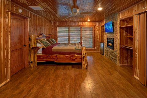 Premium Cabin on the river with 4 King bedrooms - River Mist Lodge