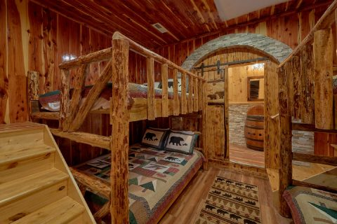 Cabin on the River with Queen Bunk Beds - River Mist Lodge