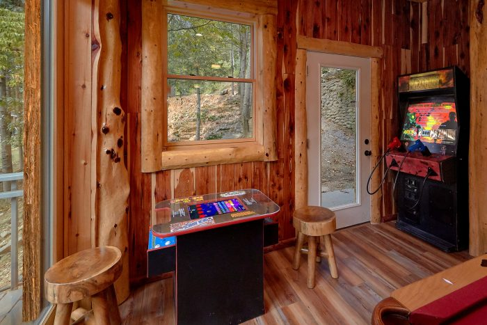 6 Bedroom Cabin on the River with Fire Pit - River Mist Lodge
