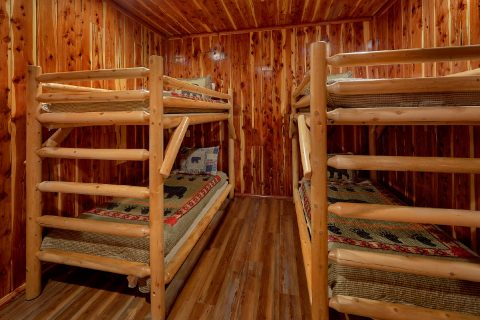River Cabin with 2 sets of Twin Bunk Beds - River Mist Lodge