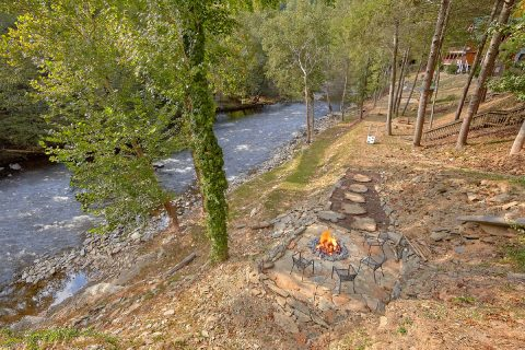 7 Bedroom cabin with Fire Pit on the River - River Mist Lodge