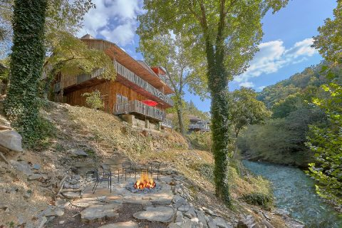 Luxury River Cabin with Fire Pit and Hot Tub - River Mist Lodge