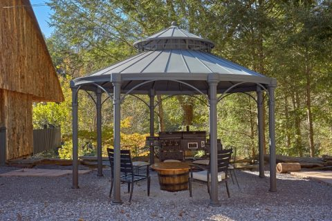7 Bedroom Cabin on the River with Gazebo - River Mist Lodge