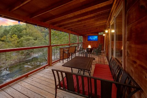 Luxury River Cabin with TV on the deck - River Paradise