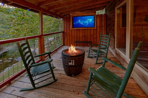 3 bedroom cabin on the river with a Fire Pit - River Paradise