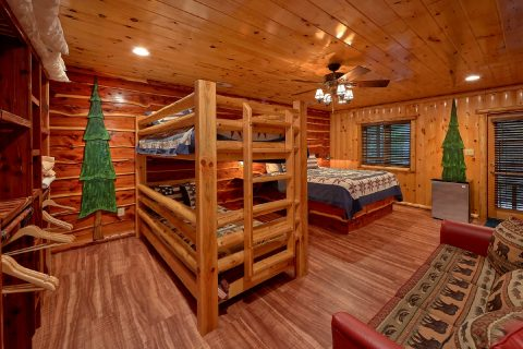 3 Bedroom cabin with a King Bed and Bunk Beds - River Paradise