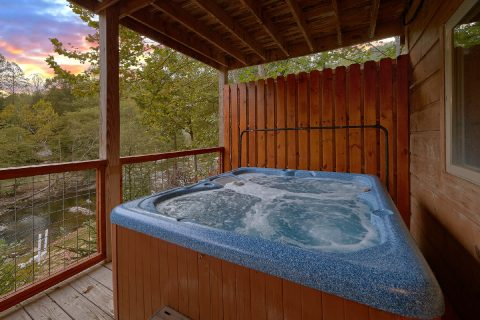 Private Hot Tub overlooking the River at cabin - River Paradise