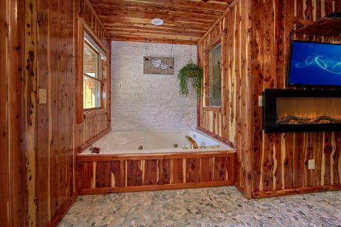 Jacuzzi Tub in 2 Bedroom Cabin on the river - River Pleasures