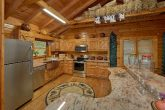 Luxury Cabin with full Kitchen and Bar Seating