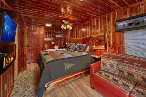 Master bedroom with King Bed and sleeper sofa - River Retreat