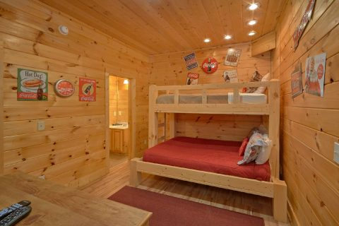 Bunk Bedroom with Twin over Queen bunk bed - Rocky Top Lodge