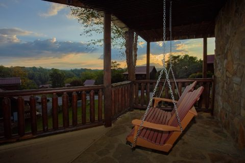 7 bedroom Cabin with porch swing and hot tub - Rocky Top Lodge