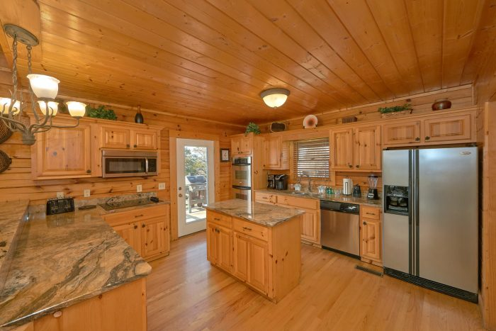 Premium Cabin with Luxurious Furnished Kicthen - Rocky Top Lodge