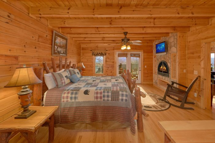 Luxurious King Bedroom with Fireplace & TV - Rocky Top Lodge