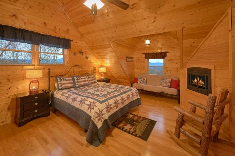 Cabin with Luxuriously Decorated King Bedrooms - Rocky Top Lodge