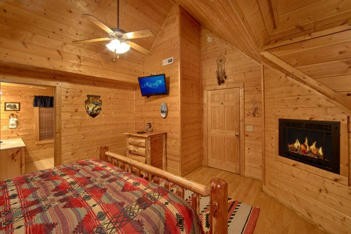 Luxurious King Bedrooms with Queen Futons - Rocky Top Lodge