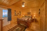 7 Bedroom Cabin with Private Queen bedroom