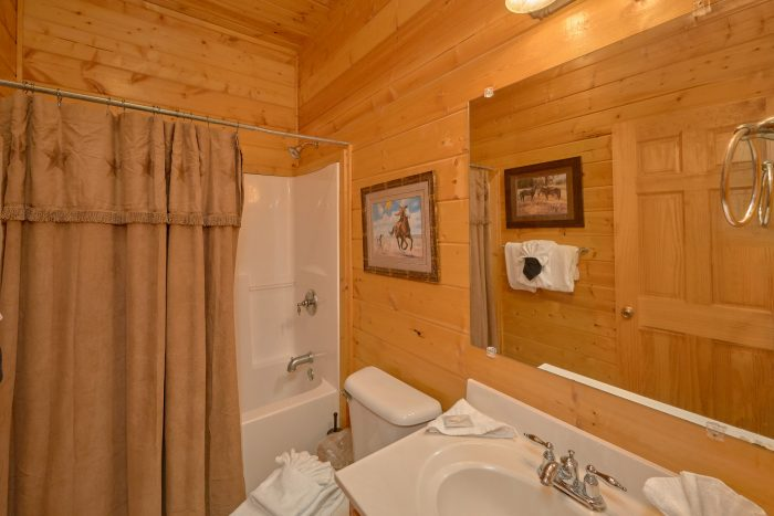 7 Bedroom Cabin with 2 Arcades and Game Room - Rocky Top Lodge