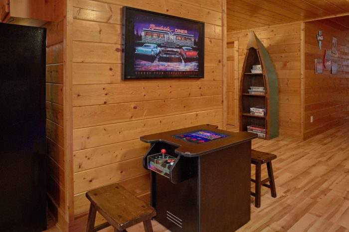 Cabin with Theater Room and DVD library - Rocky Top Lodge