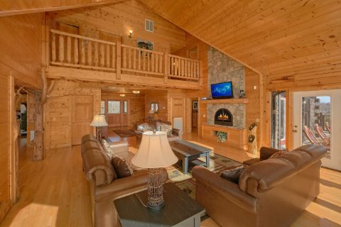 7 Bedroom Cabin with Fireplace and Sleeper Sofa - Rocky Top Lodge
