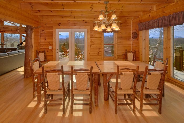 7 Bedroom Cabin with a Custom Made Dining Table - Rocky Top Lodge