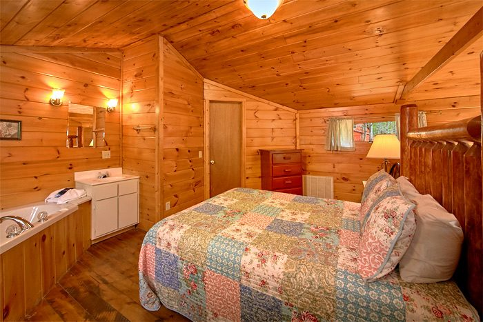 Rustic 2 Bedroom cabin with Queen bed & jacuzzi - Rolling Creek