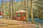 2 Bedroom cabin with Creek View and Gazebo