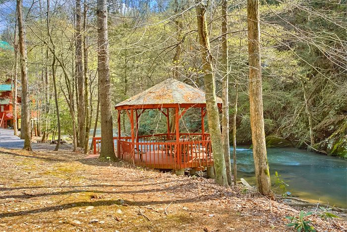 2 Bedroom cabin with Creek View and Gazebo - Rolling Creek
