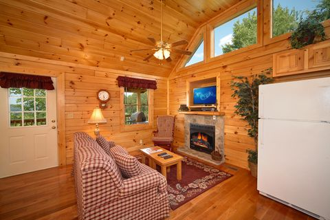 Premium 1 Bedroom Cabin with Cozy Fireplace - Royal Romance