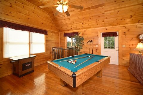 Luxurious Cabin with Pool Table & Game Table - Royal Romance