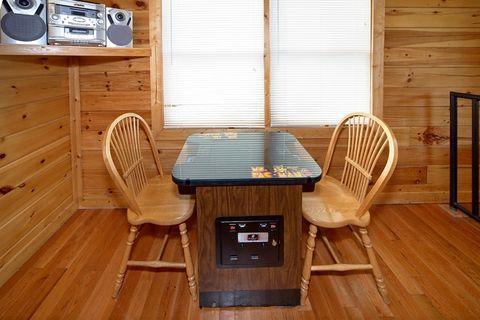 Smoky Mountain Cabin with Extra Amenities - Royal Romance