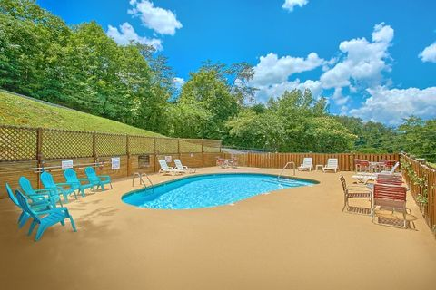 1 Bedroom Cabin with Resort Swimming Pool - Royal Romance
