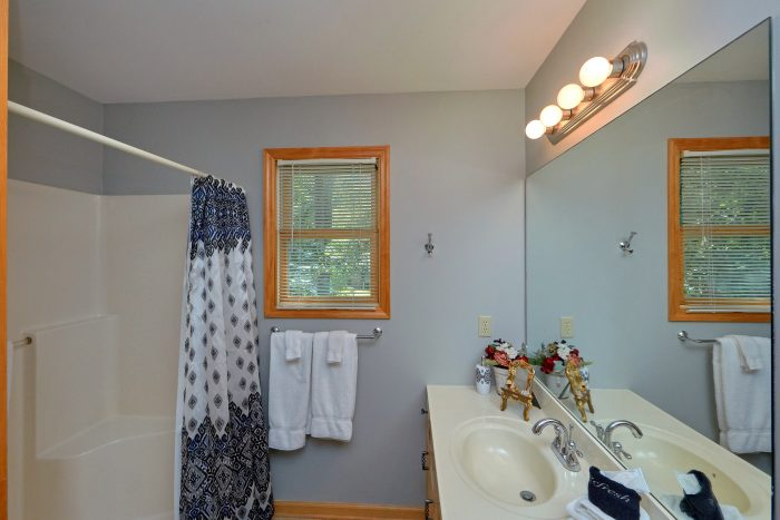 1 Bedroom Wears Valley Cabin with 2 full baths - Ruby's Cliffside