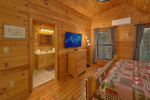 Private Master bathroom in 2 bedroom cabin - Running Creek