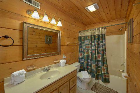 2 bedrom cabin with a Queen Bedroom - Running Creek