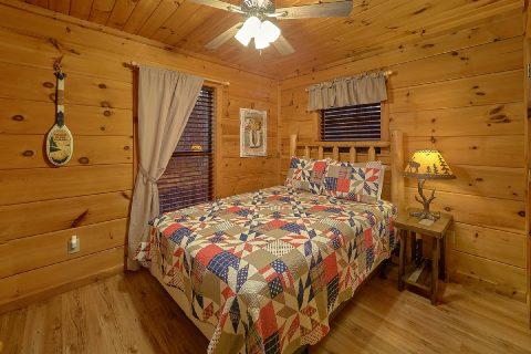 Private queen bedroom with TV in rustic cabin - Running Creek