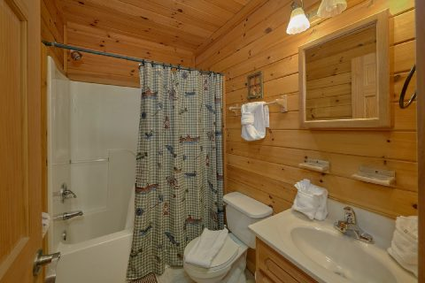 Gatlinburg cabin with 2 private baths - Running Creek