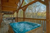 Gatlinburg 2 bedroom cabin with private hot tub
