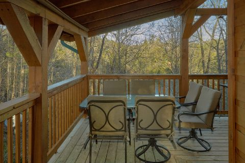 Private cabin with picnic table and hot tub - Running Creek