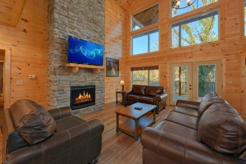 Luxury Cabin on the River with a Fireplace - Rushing Waters