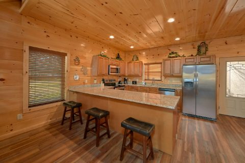 Cabin on the River with spacious full kitchen - Rushing Waters