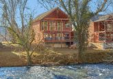 Luxurious Pigeon Forge Cabin on the River