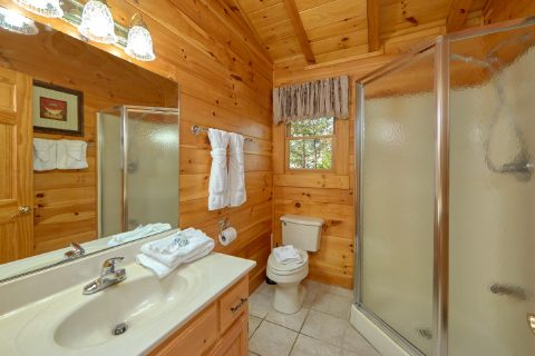 3 Bedroom Cabin with Walk-in Shower - Sassy Lady
