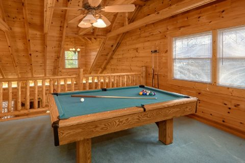 Spacious 3 Bedroom Cabin with Pool Table - Sassy Lady