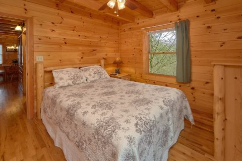 3 Bedroom Cabin with Queen Bed - Sassy Lady