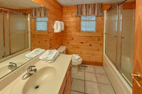 3 Bedroom Cabin with Bathroom on Main Level - Sassy Lady